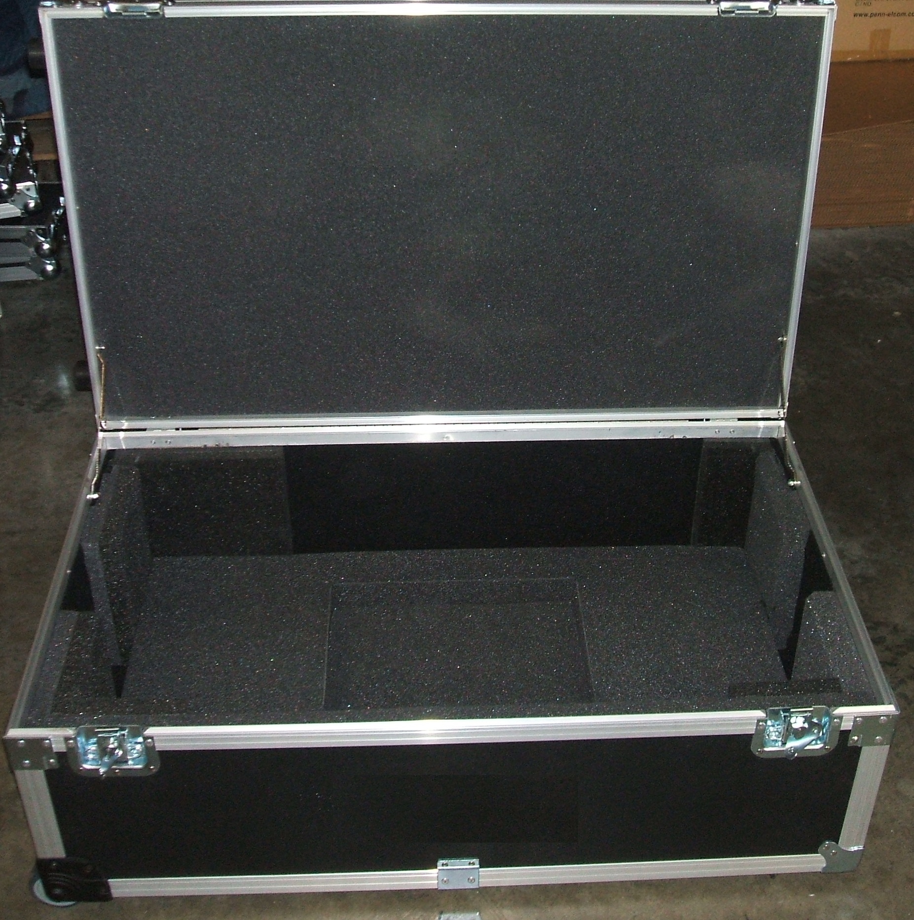 Print # 5584 - Custom Road Case for Yamaha LS9-32 Channel Audio Mixing Console By Nelson Case Corp