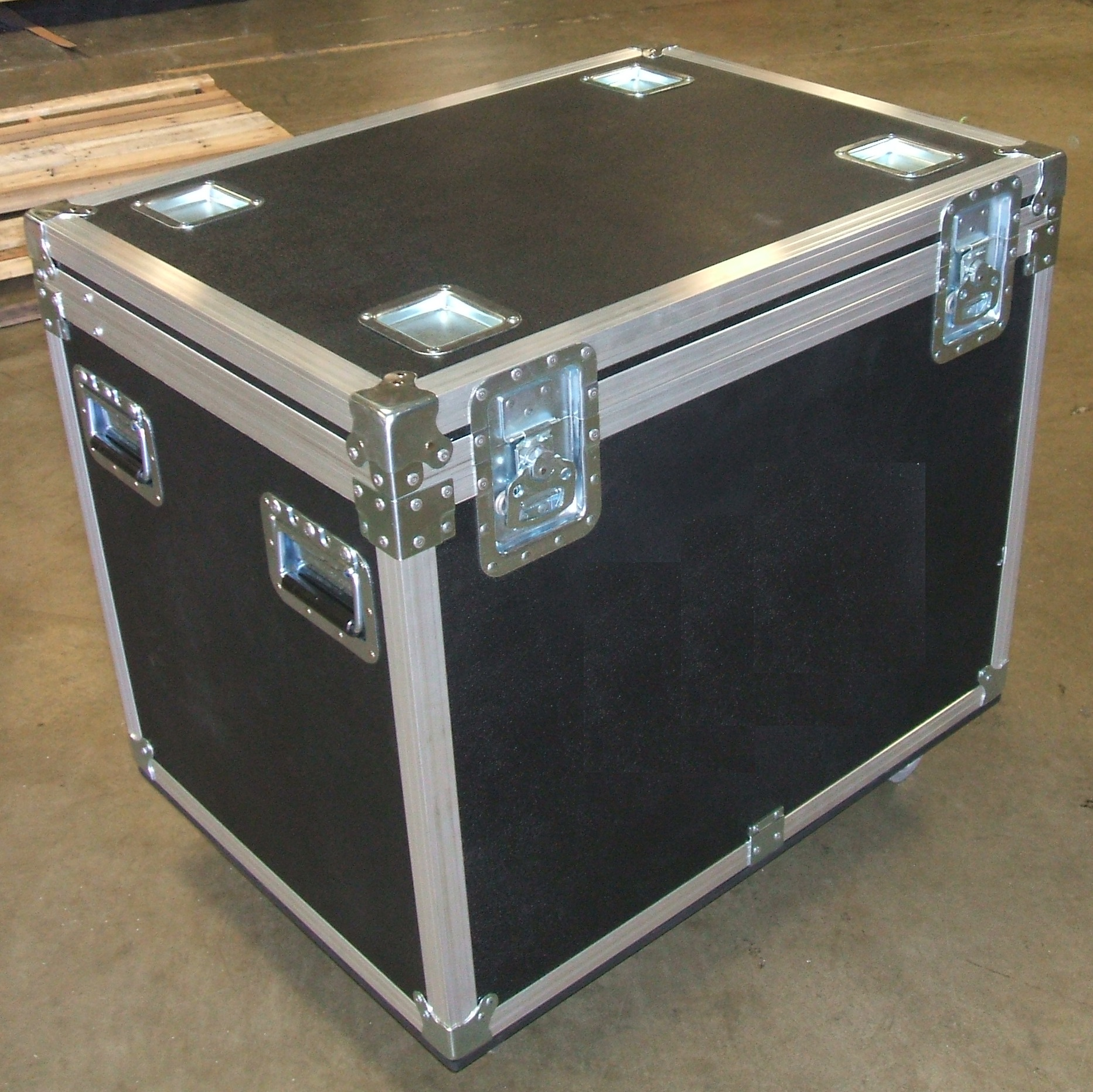 Print # 5852 - Custom Carpet Lined Trunk Case By Nelson Case Corp