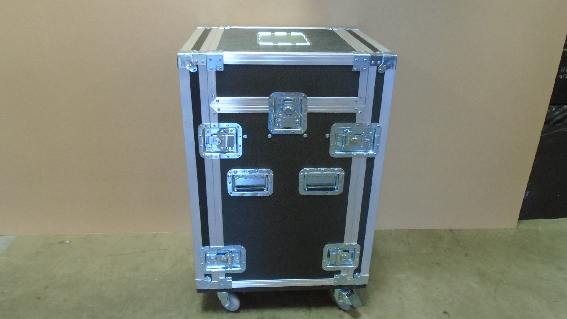 Print # 7641 - Custom Mixer Mount Road Rack Shock Mount Case By Nelson Case Corp