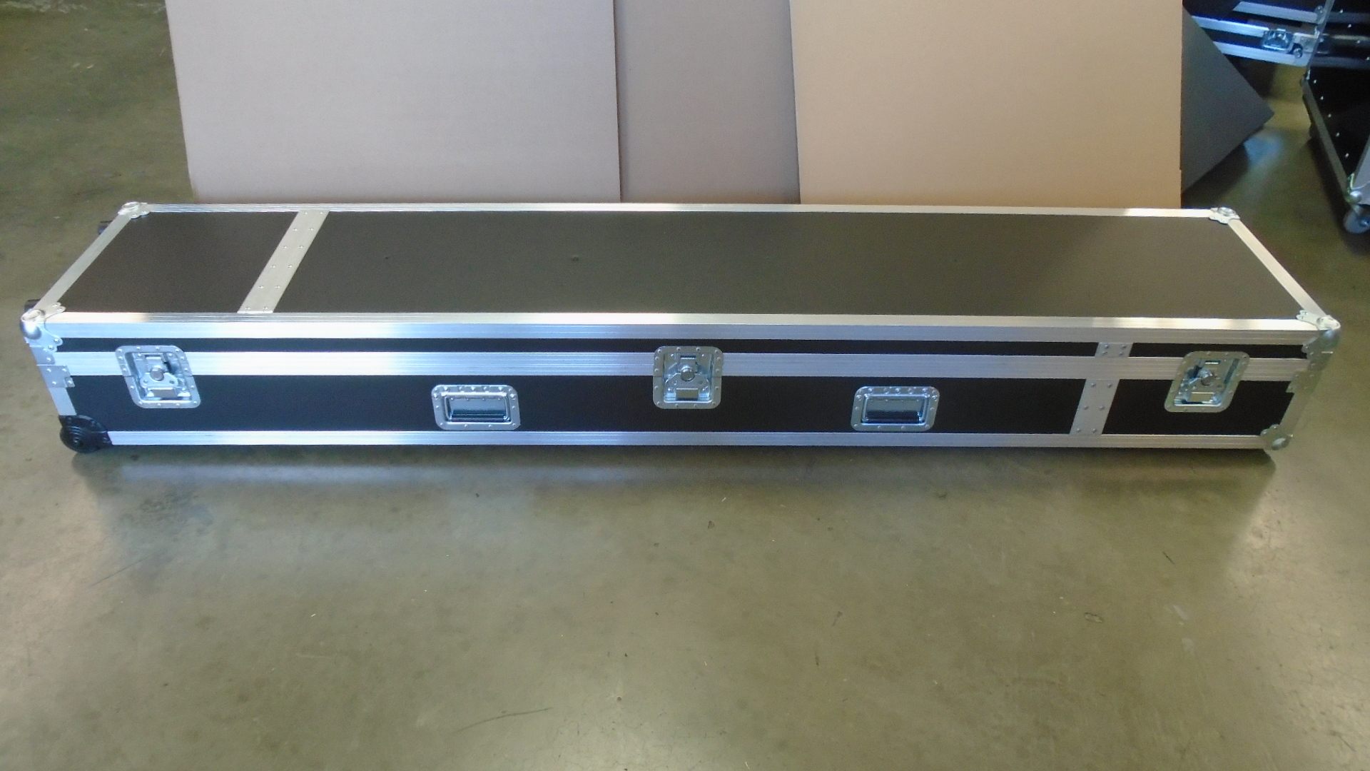Print # 7678 - Custom Road Case for Aluminum Screen Frame By Nelson Case Corp