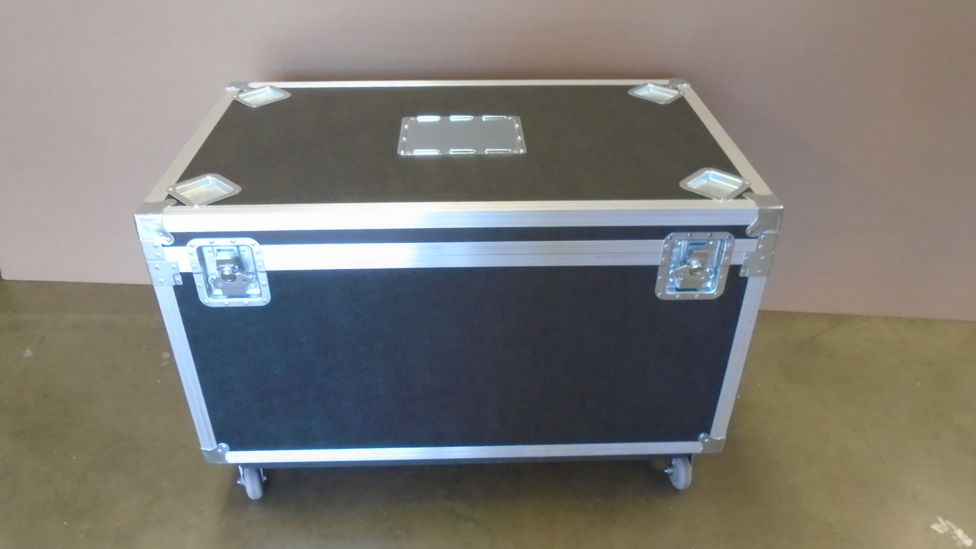 Print # 7724 - Custom Road Case for Edwards Lifescience Display Unit By Nelson Case Corp